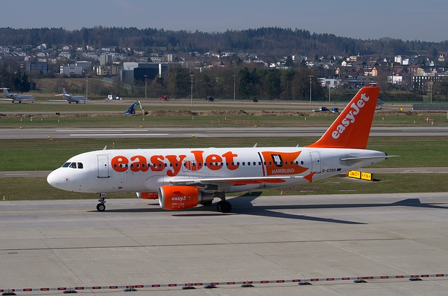 easyjet-2274139_640