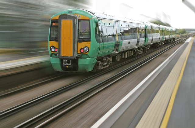 train lancé à grande vitesse